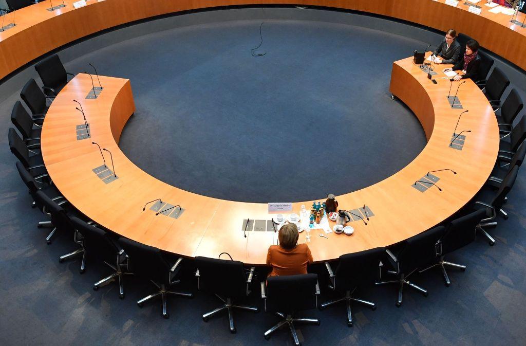 Angela Merkel vor dem Untersuchungsausschuss: Was wusste sie wirklich? Foto: Rex Features