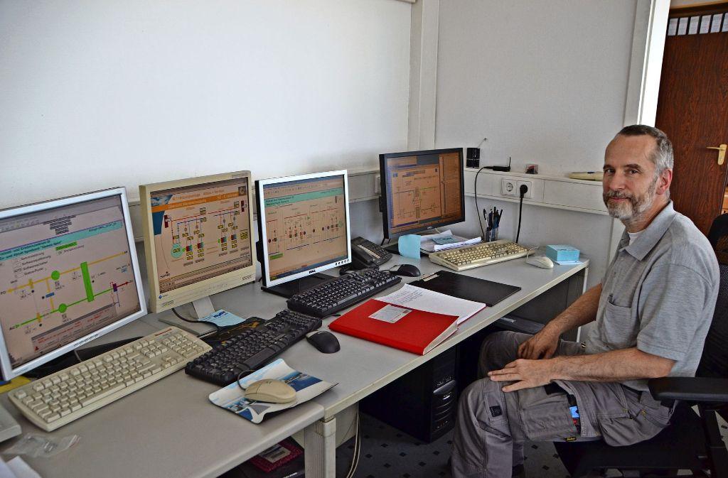 Der Haustechnik-Chef Claus Neumann sorgt per Computer für Sicherheit und angenehme Temperaturen im gesamten SI-Centrum. Foto: Tetik