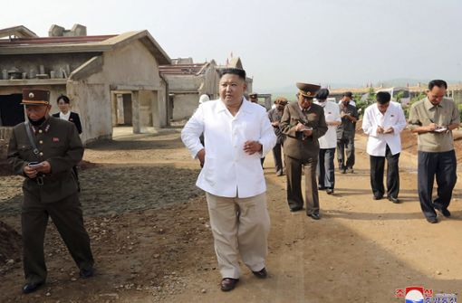 Kim Jong Un besichtigt im Bau befindliche Hühnerfarm