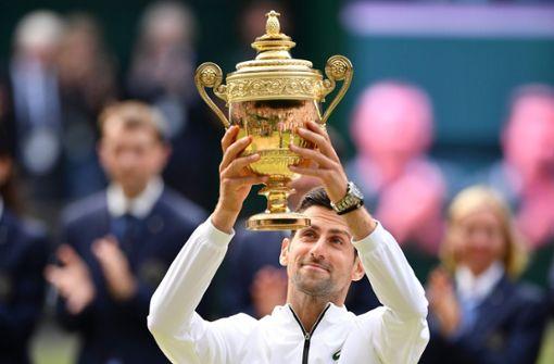 Novak Djokovic besiegt Roger Federer in epischem Finale