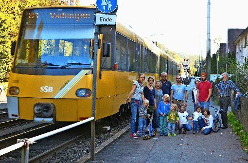 Anwohner wollen sichere Barriere zu Gleisen