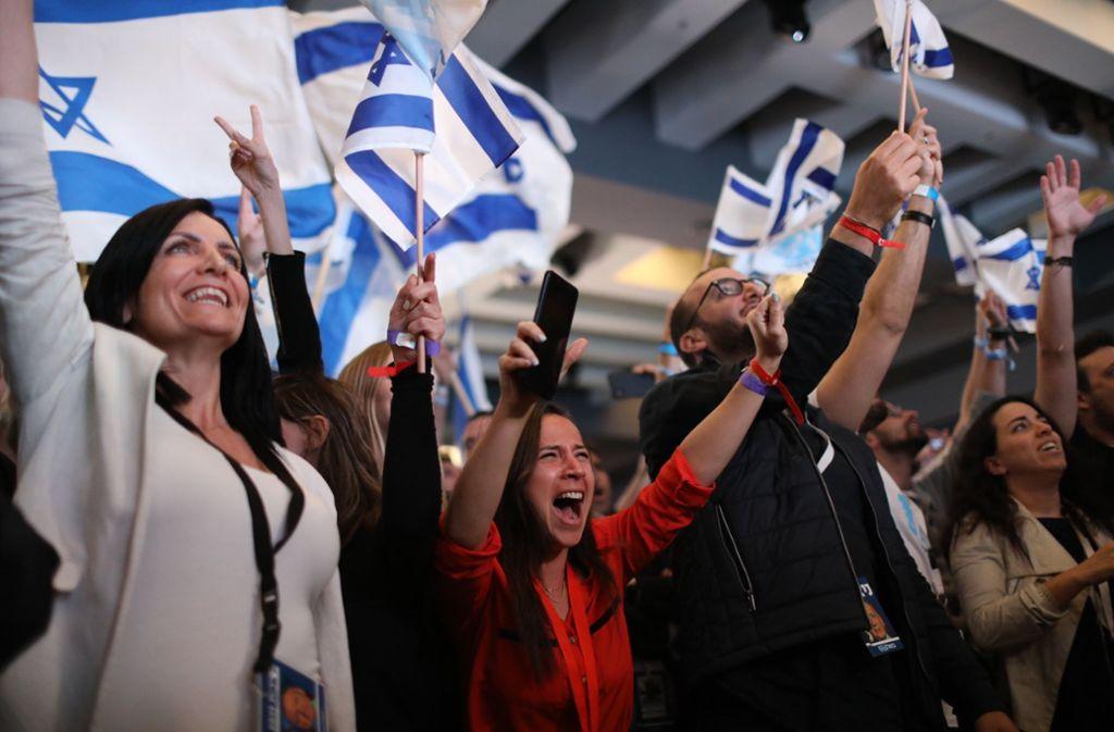 Angesichts des sich abzeichnenden knappen Ausgangs bei den Parlamentswahlen in Israel haben Ministerpräsident Benjamin Netanjahu und sein Herausforderer Benny Gantz den Wahlsieg jeweils für sich beansprucht. Foto: dpa
