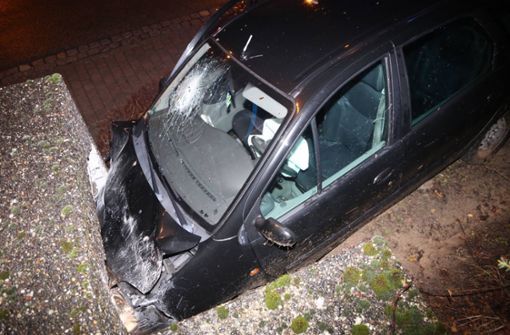 Fahrer will fliehen und   bricht zusammen