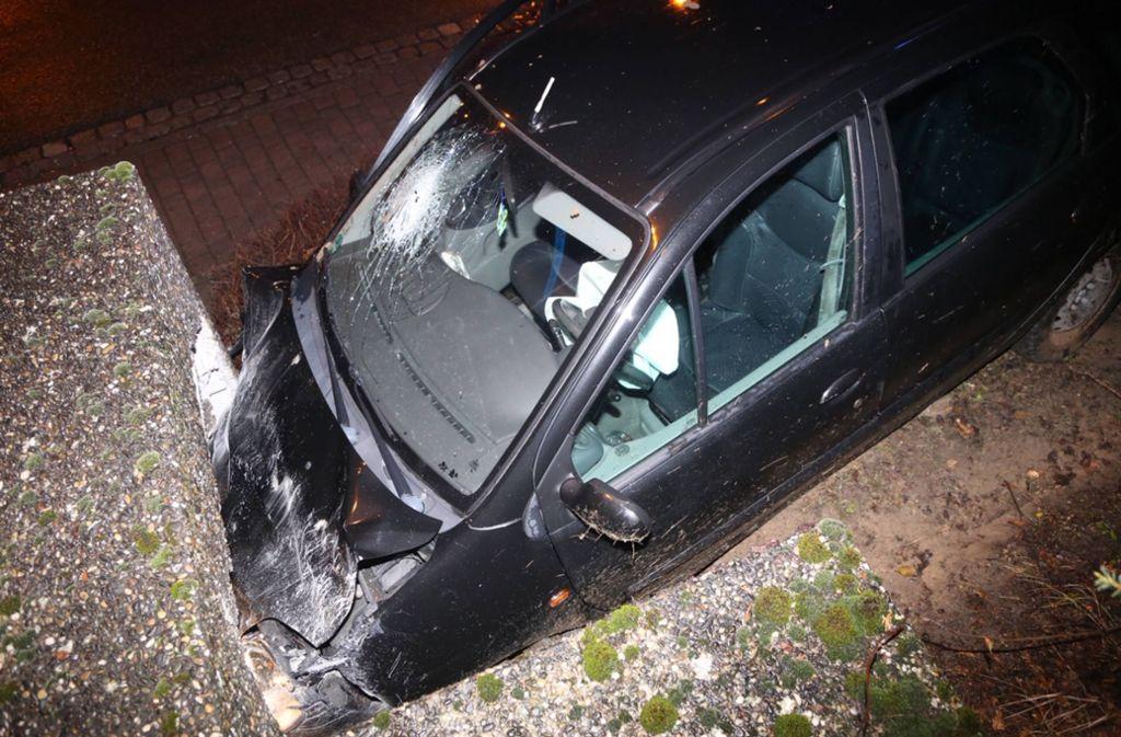 Der Fahrer des Wagens zig sich schwere Verletzungen zu. Foto: 7aktuell.de/Sven Adomat