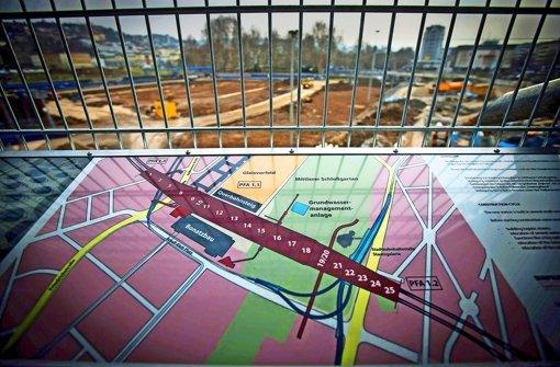 Die Baustelle für den Bahnhofstrog kommt nicht voran. Grund ist die fehlende Genehmigung für den Bau des Dükers, der  den Tiefbahnhof unterqueren soll. Foto: Zweygarth