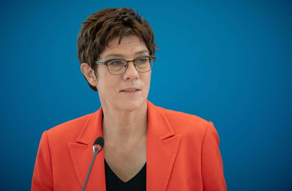 Bundesverteidigungsministerin Annegret Kramp-Karrenbauer will per Direktmandat in den Bundestag einziehen. (Archivbild) Foto: dpa/Michael Kappeler