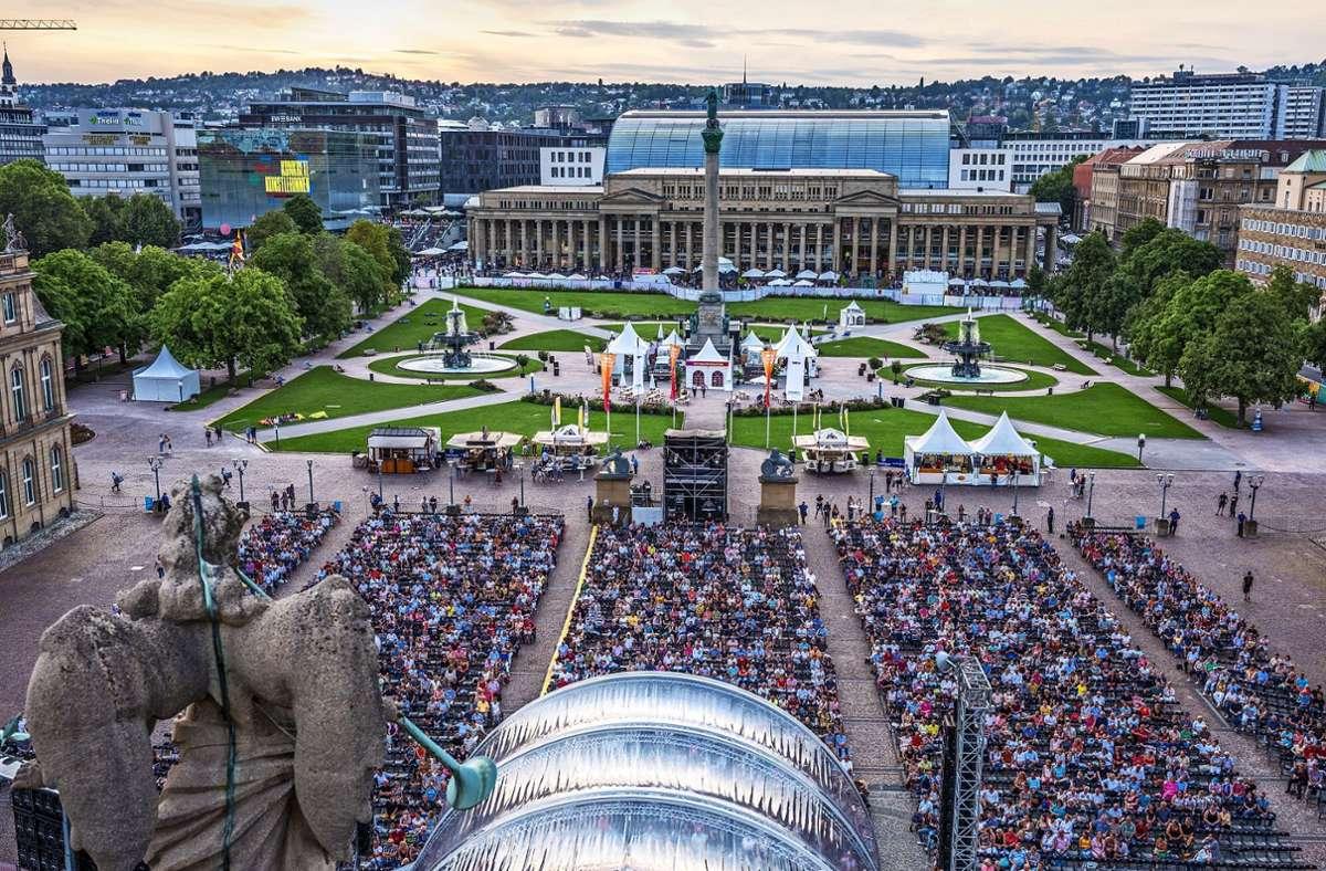 Blick auf das SWR-Sommerfestival vom Schlossdach aus. Foto: