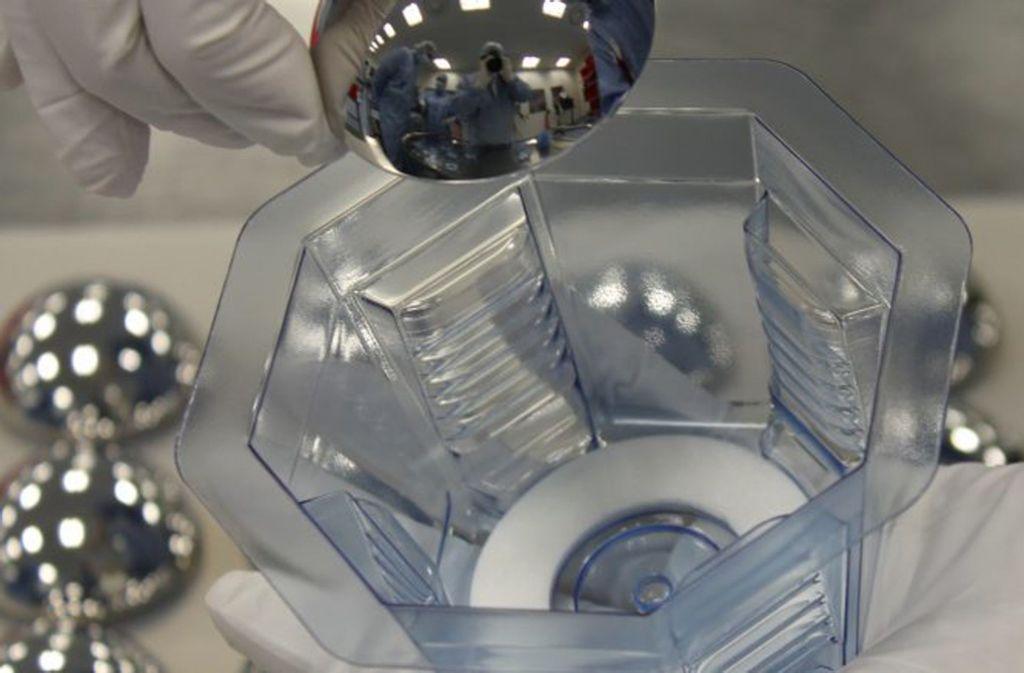 Sterile Einzelverpackung von Implantaten in den Reinräumen der Puracon GmbH in Rosenheim, einem Investment von SHS. Foto: SHS