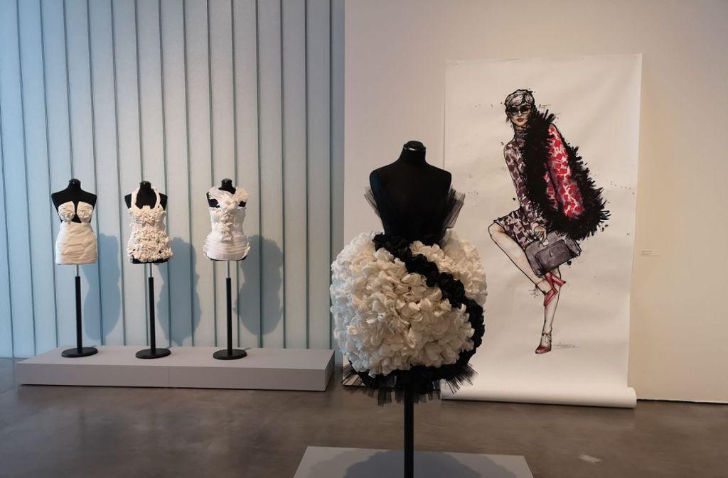 Über die zeichnerische Interpretation von Mode geht es bei einem Begleitvortrag zur aktuellen Ausstellung in der Galerie Stihl. Foto: Patricia Sigerist