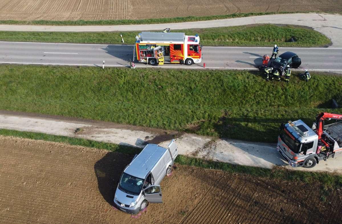 Bei dem Unfall nahe Ispringen wurden zwei Menschen schwer verletzt. Foto: SDMG/SDMG / Gress