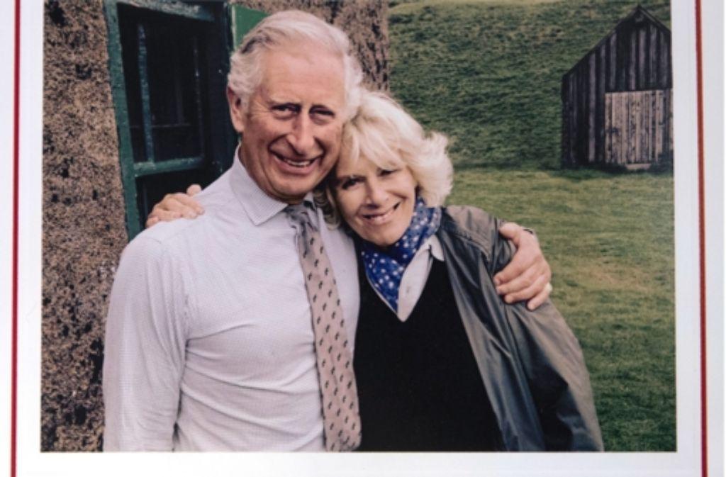 Auf ihrer Weihnachtskarte wirken Camilla und Charles wie Frischverliebte. Foto: dpa