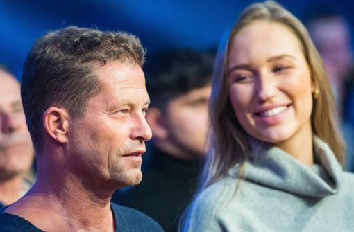Schauspieler zeigt sich mit neuer Frau an seiner Seite