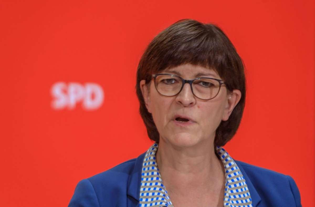 SPD-Vorsitzende Saskia Esken hatte nach der Online-Diskussion in Calw und Freudenstadt Grund zu Feiern. Foto: imago/Rüdiger Wölk
