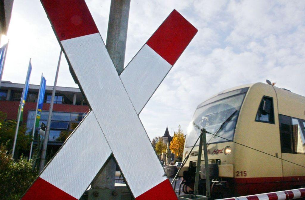 An einem beschrankten Bahnübergang kam es im Kreis Lörrach zu einem Unfall (Symbolbild). Foto: dpa