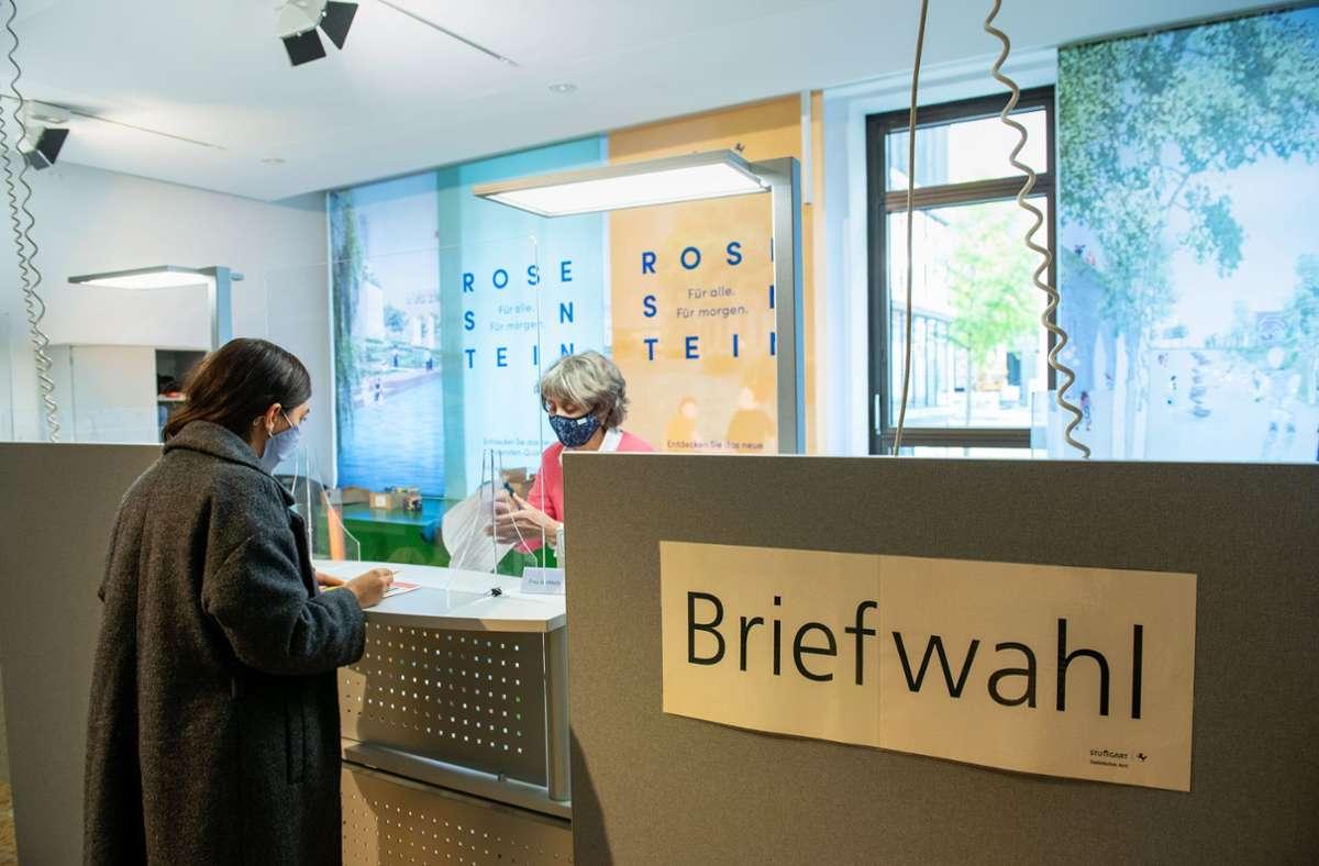 Im Stuttgarter Rathaus hat die Stadt ein Briefwahlzentrum eingerichtet. Seine Stimme kann man dort bereits ab dem 16. November erneut abgeben. Foto: Lichtgut/Leif Piechowski