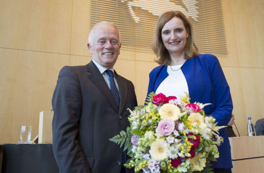 OB Kuhn gratuliert zur Wiederwahl von Isabel Fezer. Foto: Lichtgut/Leif Piechowski