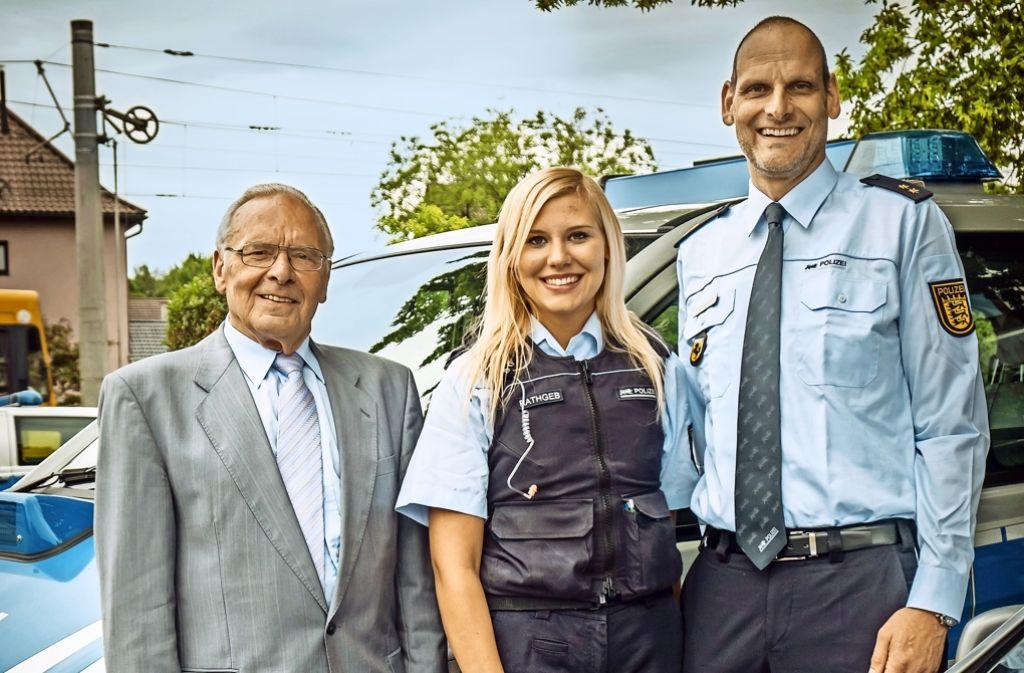 Drei Generationen, eine Berufung: Günther Rathgeb; Kathrin Rathgeb und Martin Rathgeb, Leiter des Möhringer Polizeireviers. Foto: Lichtgut/Zweygarth