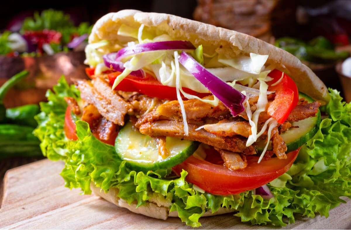 Der Döner gehört zum beliebtesten Fast Food der Deutschen. Aber ist er auch gesund? Alles Wichtige im Überblick. Foto: Dar1930 / Shutterstock.com