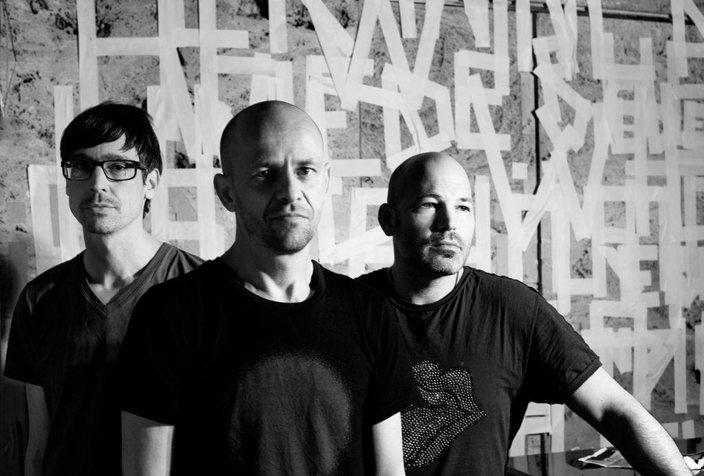 Die drei Künstler von Netzer haben sich elektronische Musik auf die Fahne geschrieben. Ihre Jazz-Klänge vereinen sie am 9. April bei den Theaterhaus Jazztagen 2020 mit zeitgenössischer DJ-Kultur.  Foto: JL Diehl