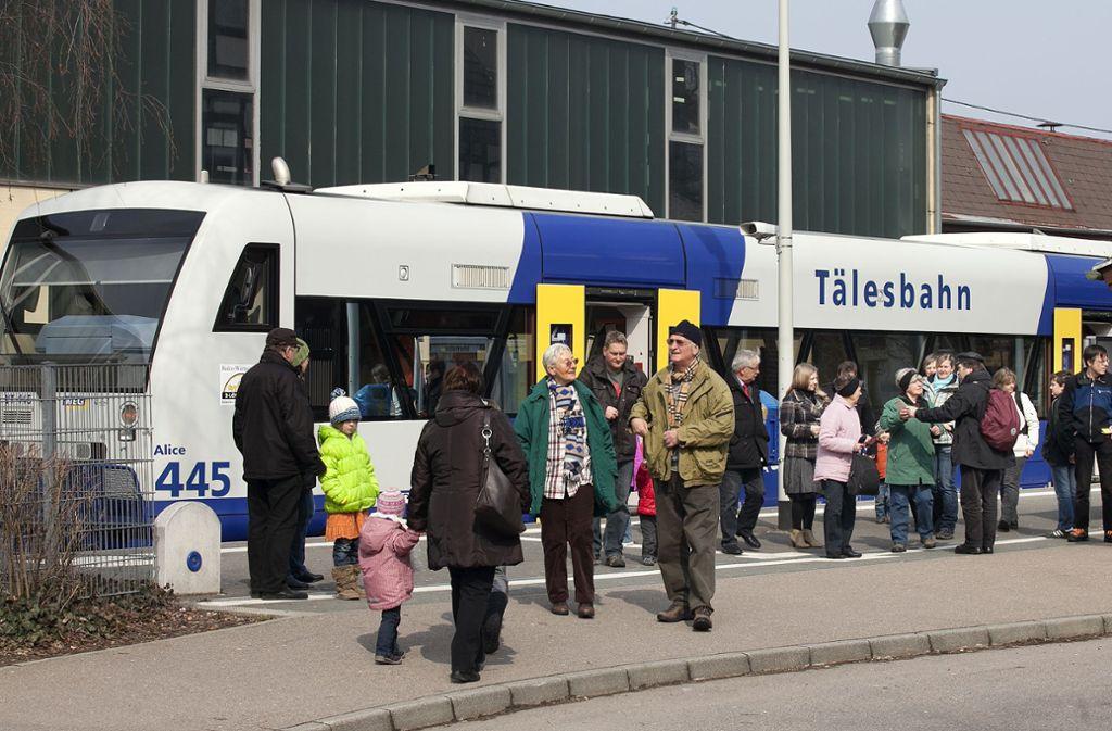 Die Fahrgäste der Tälesbahn müssen vorübergehend auf Ersatzbusse ausweichen. Foto: Horst Rudel