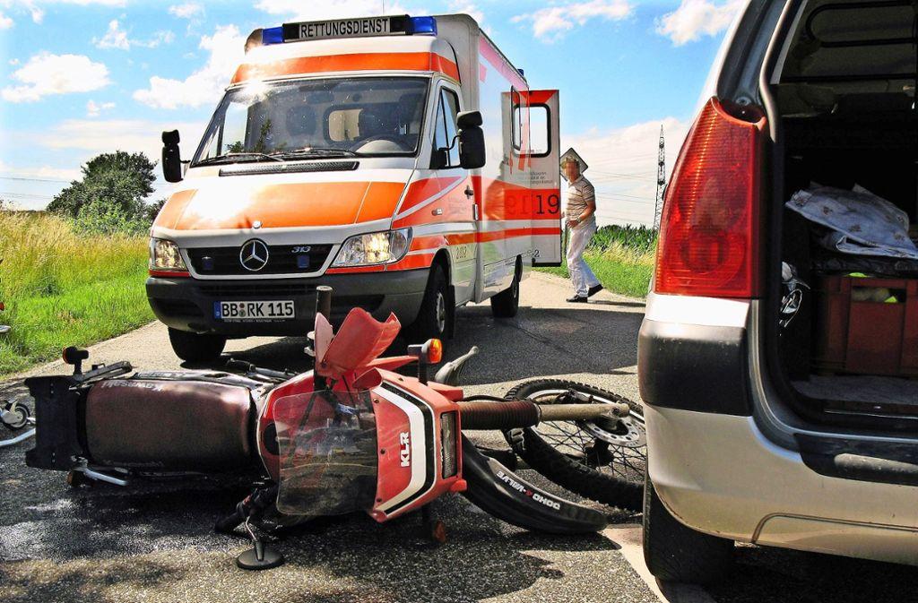 Wenn ein Unfall passiert, ruft man am besten die 112 an. Der Disponent in der Leitstelle weiß dann, was zu tun ist. Foto: Archiv Factum Weise