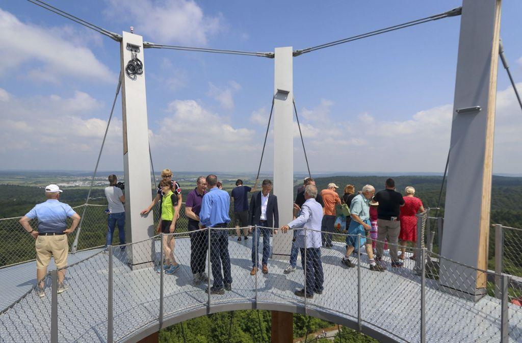 Auf der obersten Plattform hat man einen beeindruckenden Rundumblick. Die Bildergalerie zeigt, was die ersten Besucher über den Turm denken. Foto: factum/Granville