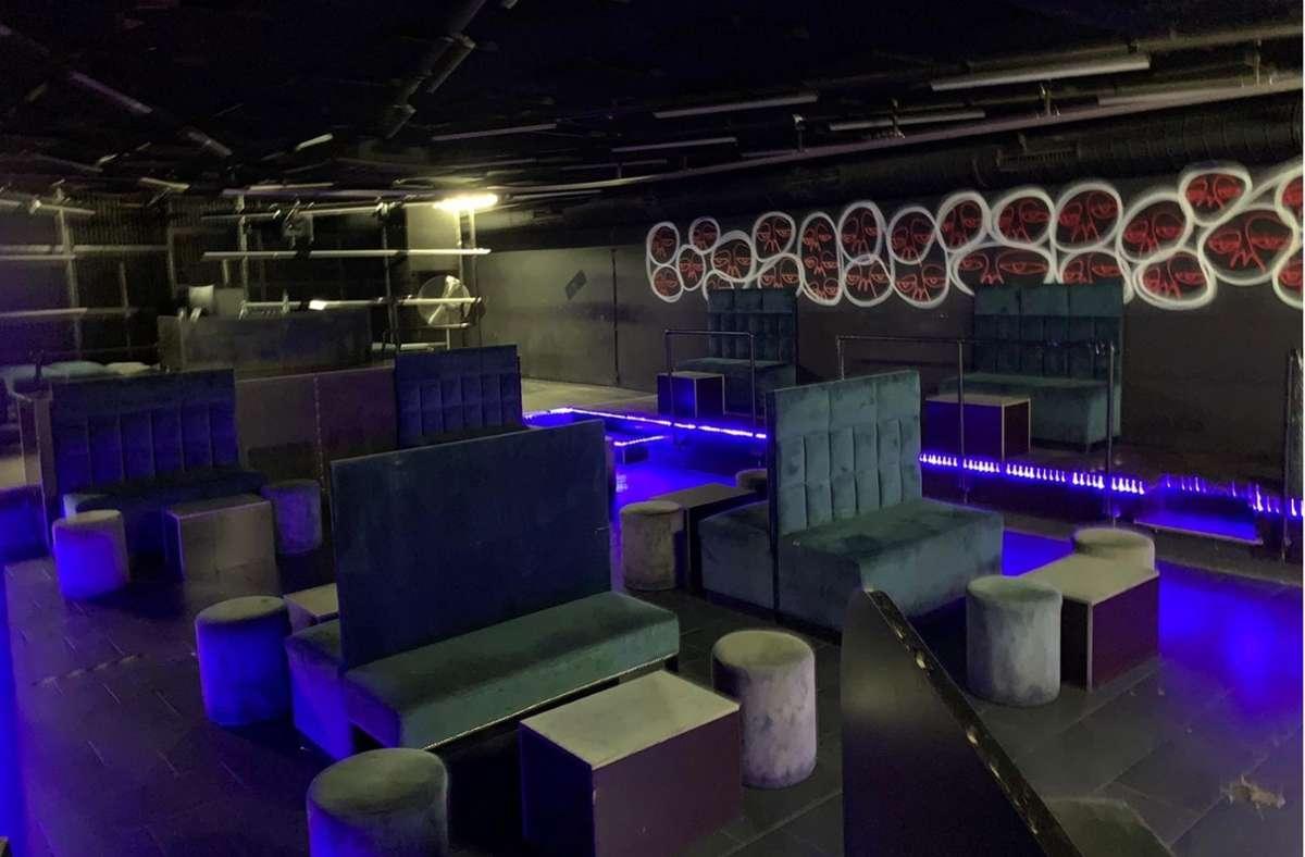 Auf der Tanzfläche im Hi Life Club stehen derzeit Sitzmöbel. Foto: Hi Life Club/Gugac