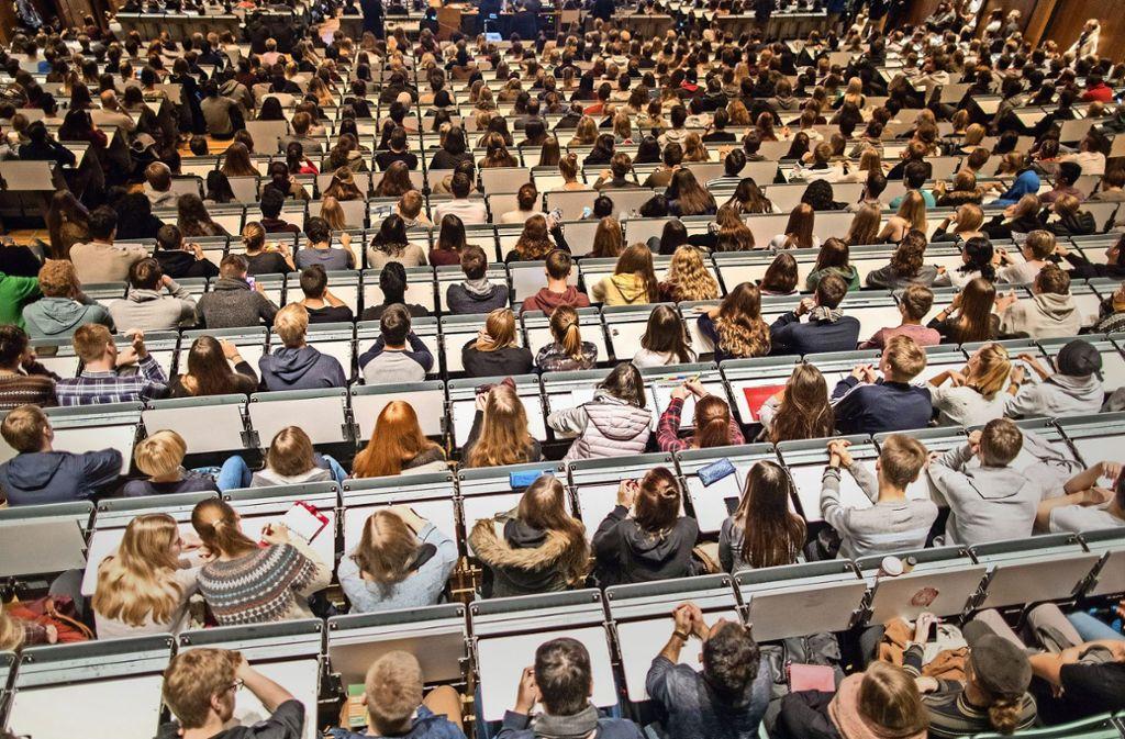 An der Uni Hohenheim lief es bei der Grundlagenprüfung für angehende Bachelors in den Wirtschaftswissenschaften nicht rund. Foto: dpa