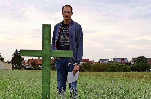 Kreuze als Zeichen für die Angst der Bauern