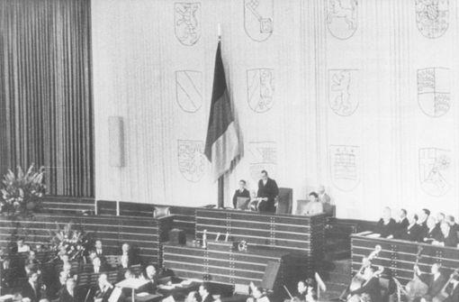 Die ersten Volksvertreter üben Politik in der Turnhalle