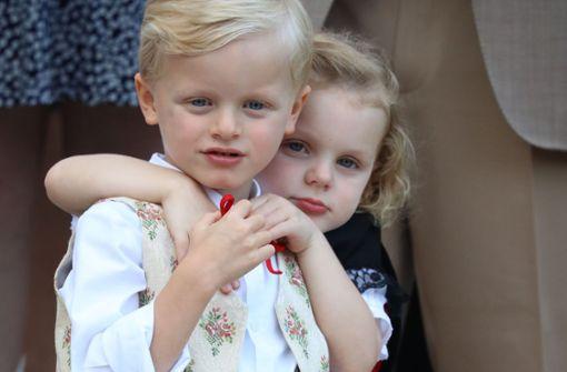 So süß kuscheln Jacques und Gabriella von Monaco
