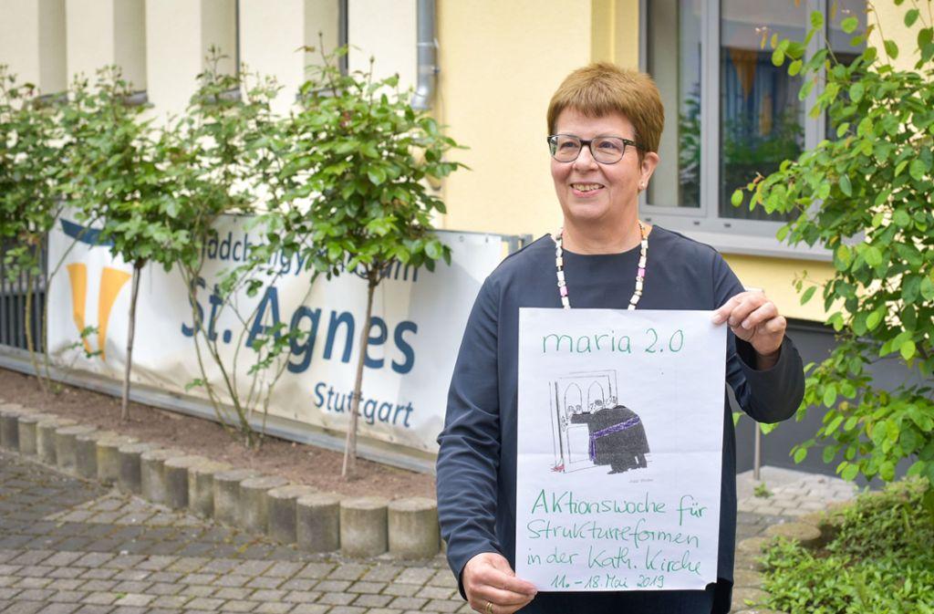 Die Religionslehrerin Monika Elias setzt sich dafür ein, dass sich die katholische Kirche ändert und Frauen nicht mehr diskriminiert werden. Foto: Lichtgut/Max Kovalenko
