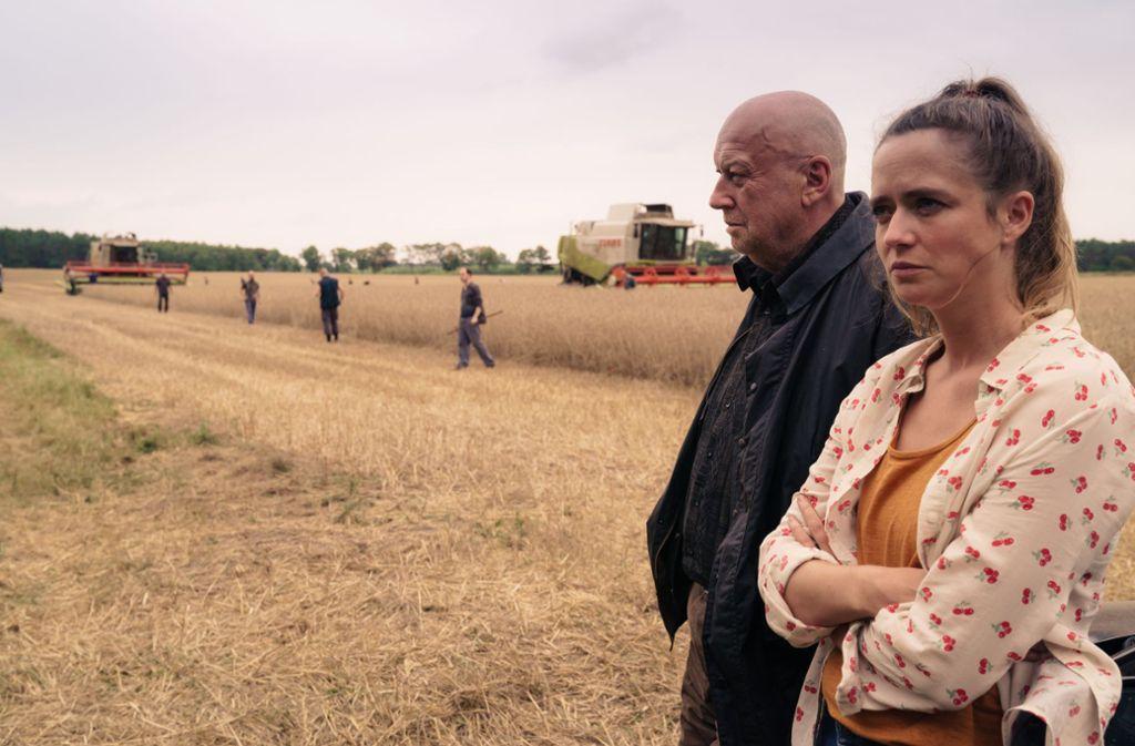 Betty (Sarina Radomski) will, dass Gombrowski (Thomas Thieme) die Geschäftsführung niederlegt. Foto: ZDF/Stefan Erhard