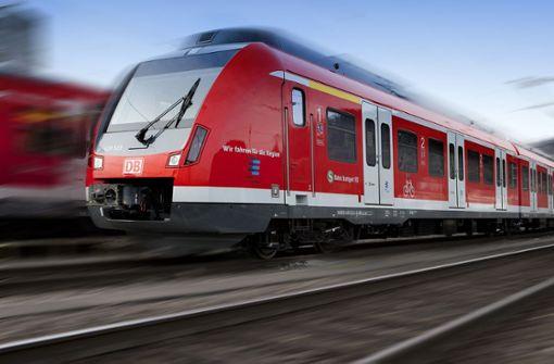 Mann belästigt 15-Jährigen in S-Bahn