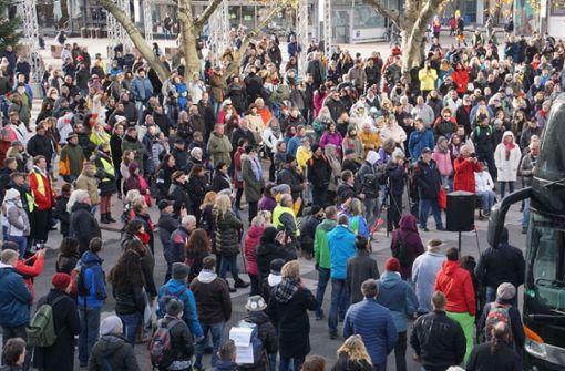 Demonstrationen gegen Corona-Regeln - Lage zunächst ruhig