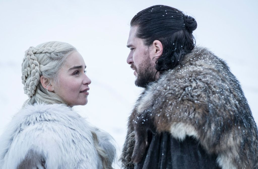 """Emilia Clarke als Daenerys Targaryen und Kit Harington als Jon Schnee in einer Folge der achten Staffel der Serie """"Games of Thrones"""". Foto: Sky"""