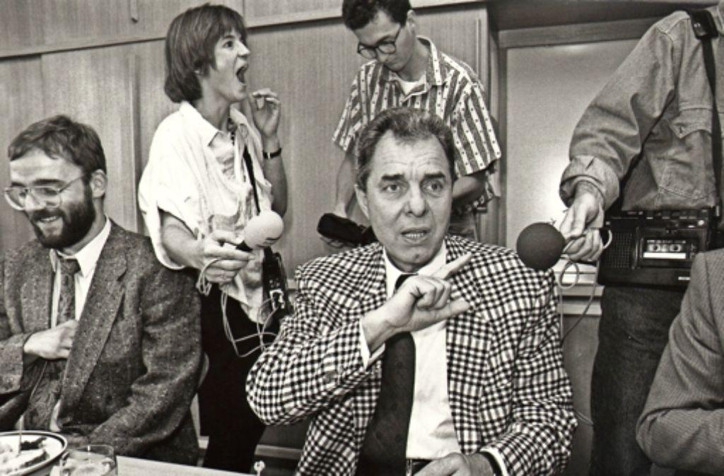 Ein gefragter Mann: Manfred Bulling als Behördenchef in den 80er Jahren. Foto: Michael Steinert