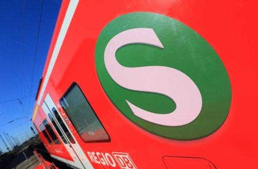 Fahrgäste sitzen in defekter S3 fest
