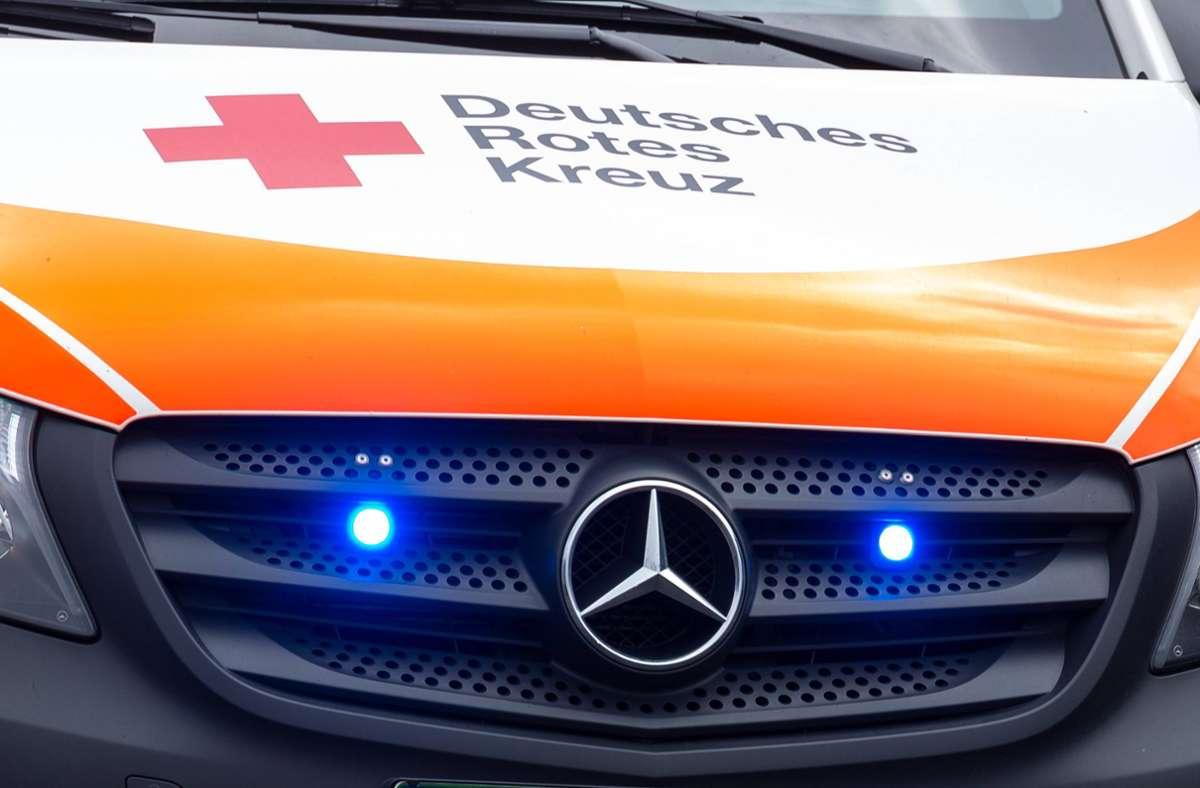 Der Rettungsdienst versorgte in Kirchheim ein verletztes Mädchen nach einem Verkehrsunfall (Symbolfoto). Foto: imago images/Fotostand/Gelhot