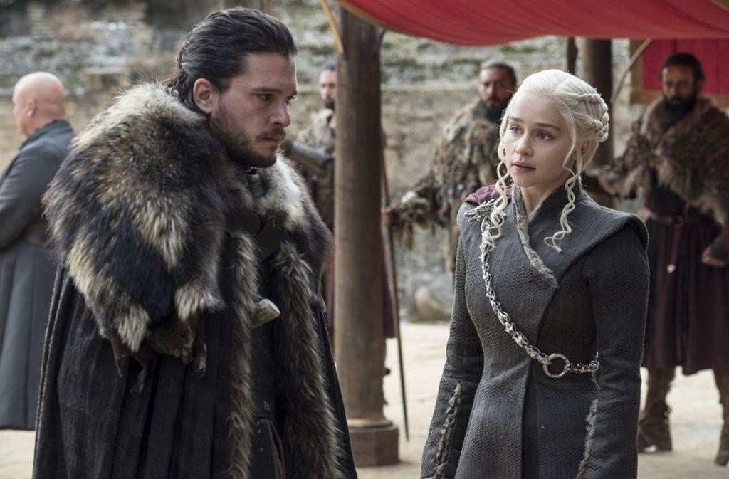 """Langlebiger als andere in """"Game of Thrones"""": Daenerys (Emilia Clarke) und Jon Snow (Kit Harington). Jon allerdings ist eine harte Nuss für die Statistik. Er war schon mal tot und ist wiedererweckt. Foto: HBO"""