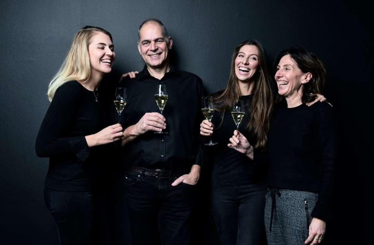 Prickelnd und gut gelaunt –   die Familie Raumland (von links): Katharina, Volker, Marie-Luise und Heide-Rose. Foto: /privat