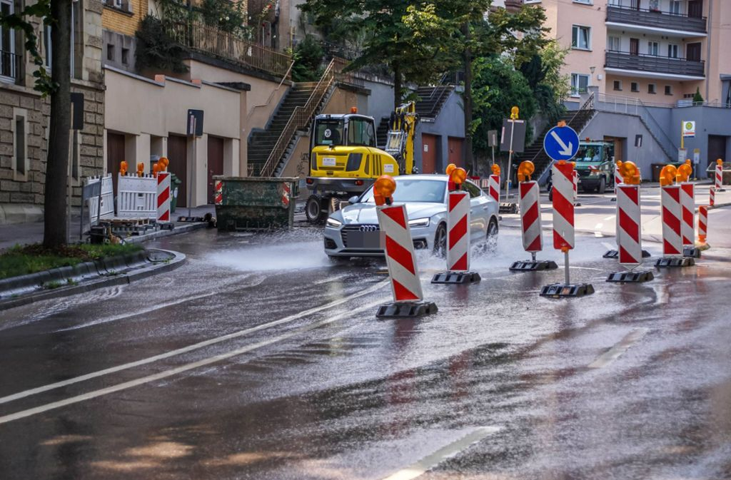 Am Dienstagmittag kam es im Stuttgarter Westen zu einem Wasserrohrbruch. Foto: 7aktuell.de/Andreas Werner