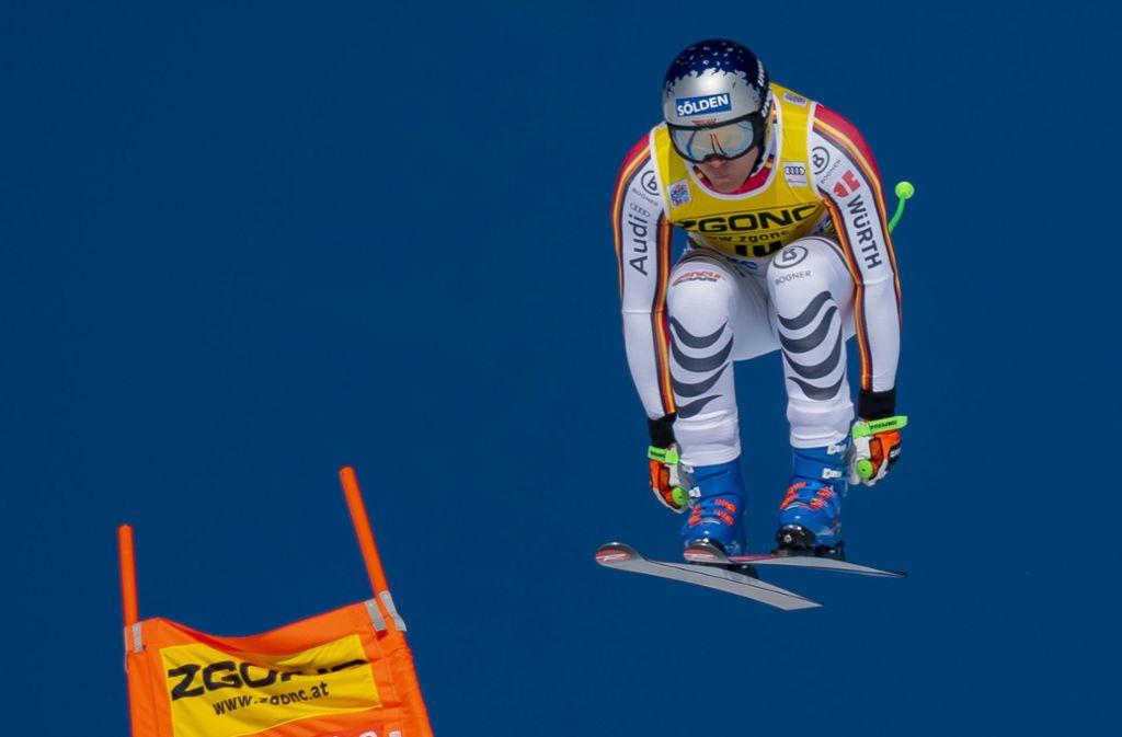 Thomas Dressen springt bei der Abfahrt dem Sieg entgegen. Foto: AP/Frank Gunn