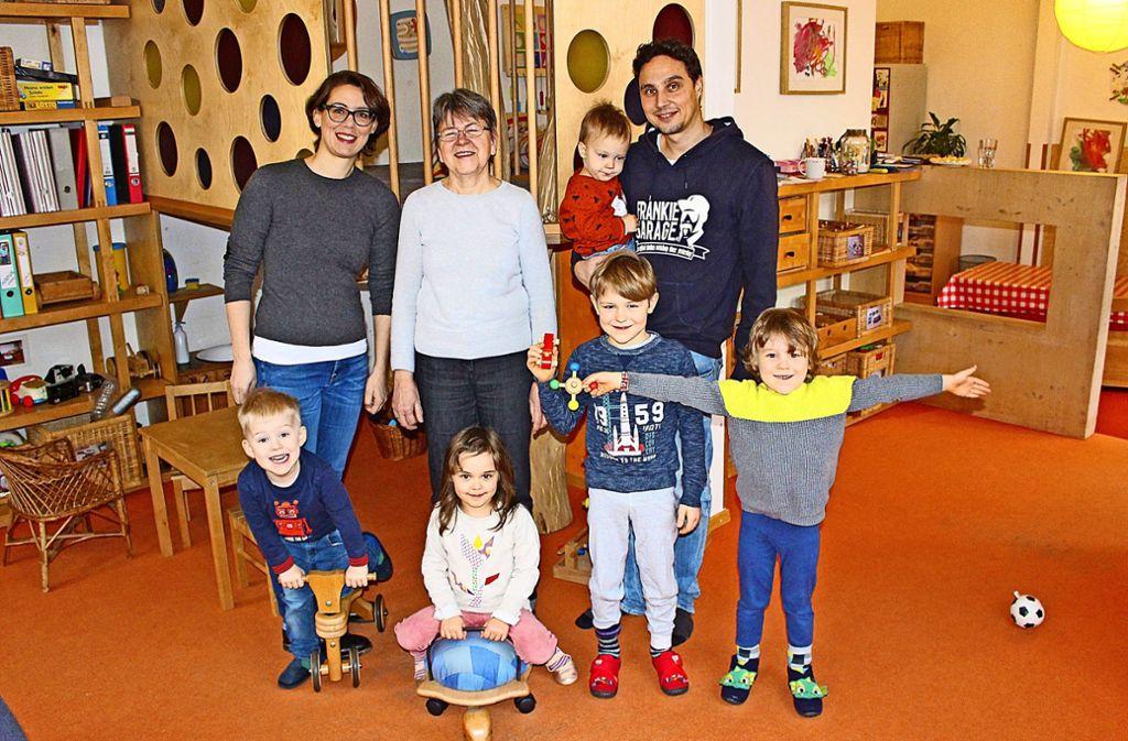 Erzieherin und Hausleiterin Regina Nicklaus (Mitte) und die Vorstandsmitglieder Judith Wilms und Daniel Link Foto: Caroline Holowiecki