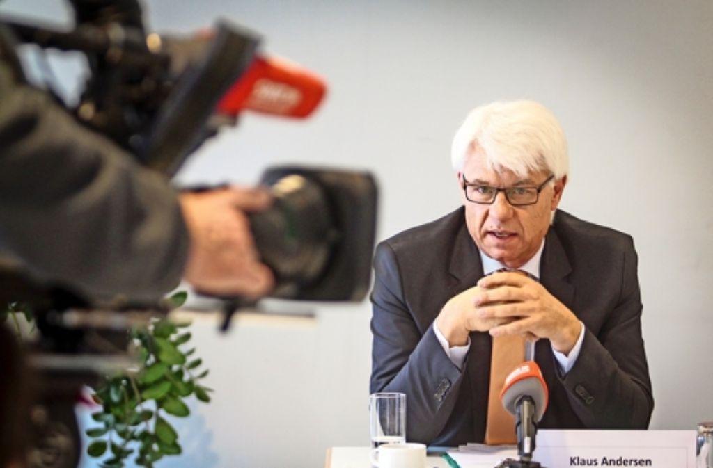 Der weltliche Vorsteher der Pietistengemeinde, Klaus Andersen   , hat sich den Fragen der  Presse gestellt. Foto: factum/Granville