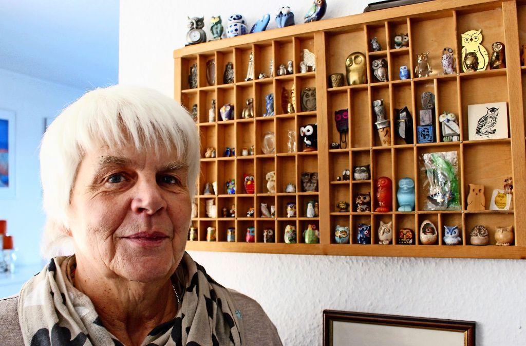 Marianne Nobbe aus Stuttgart-Sillenbuch kommt an keiner Eule vorbei. Warum? Sie weiß es nicht. Foto: Holowiecki