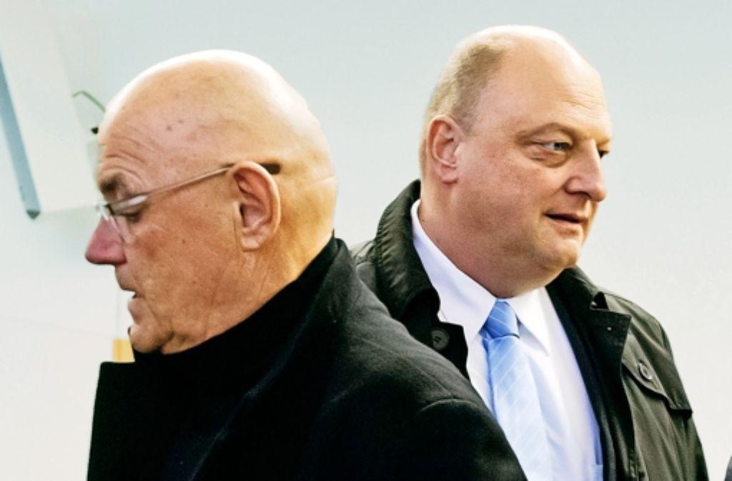 In Hannover angeklagt: Partyveranstalter Schmidt (links), Wulffs Ex-Sprecher Glaeseker Foto: dpa