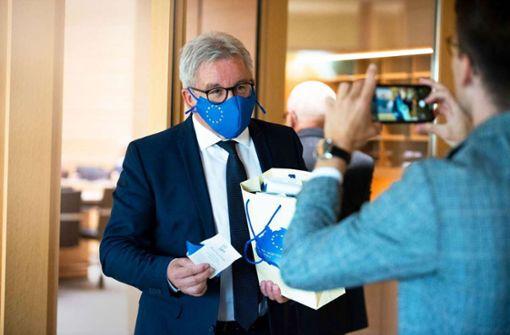 Heikle Fragen nach Einsatz für Maskenfirma