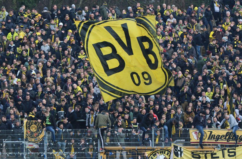 Fans von Borussia Dortmund sind vor dem Spiel beim SV Darmstadt 98 mit Drogen und Pyrotechnik aufgegriffen worden. Foto: dpa