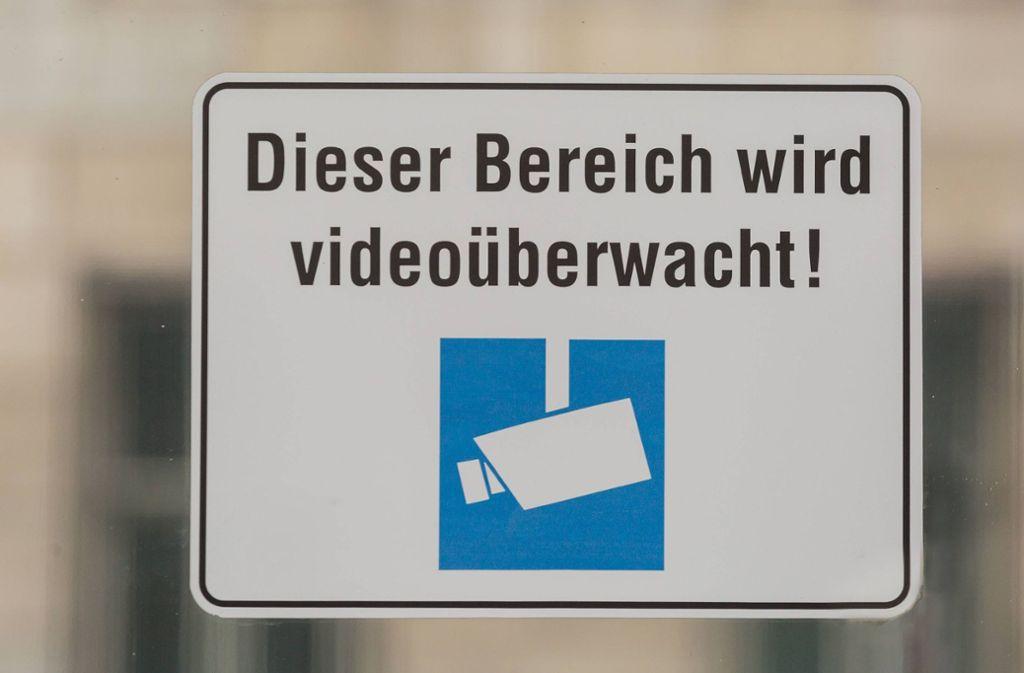 Der mutmaßliche Ladendieb wurde durch ein Überwachungsvideo identifiziert. (Symbolbild) Foto: imago/Marius Schwarz/Marius Schwarz